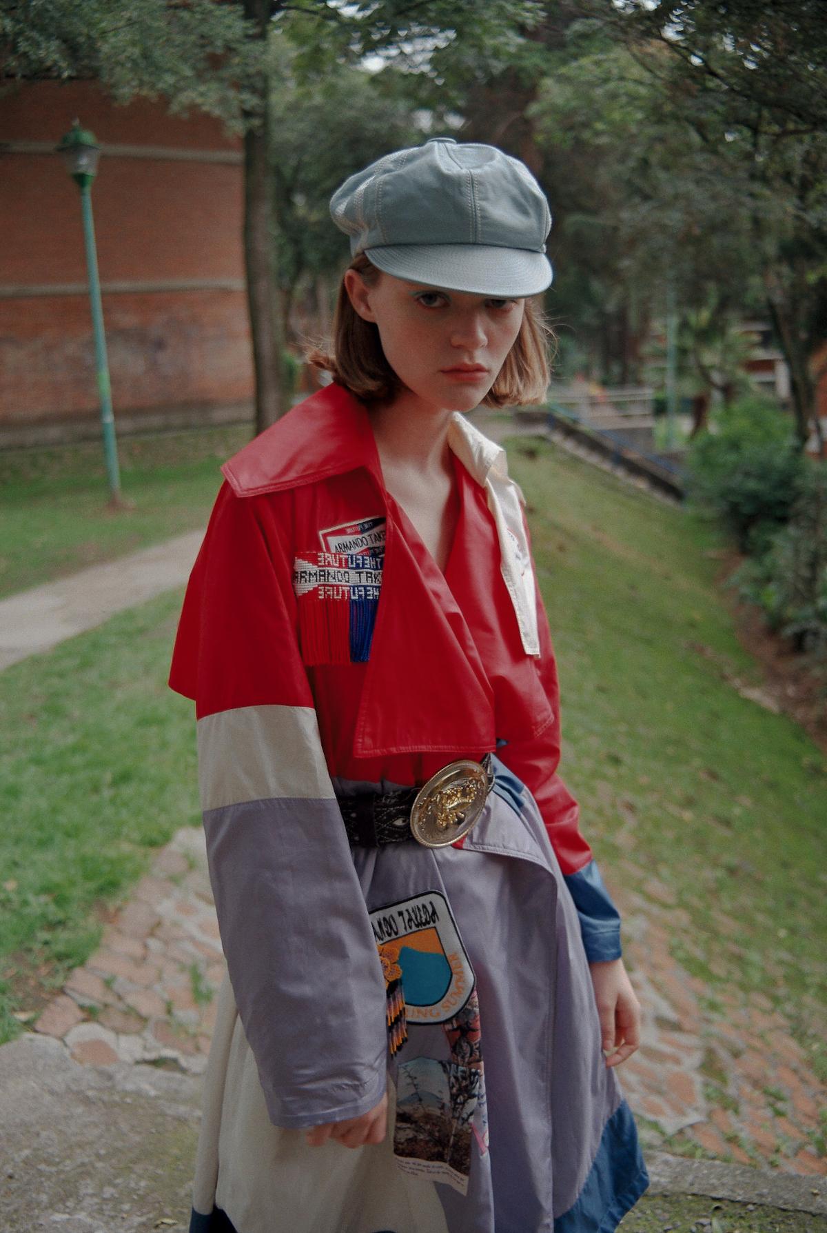 Abrigo Armando Takeda, Botas Ant Brand, Boina y cinturón propiedad del stylist
