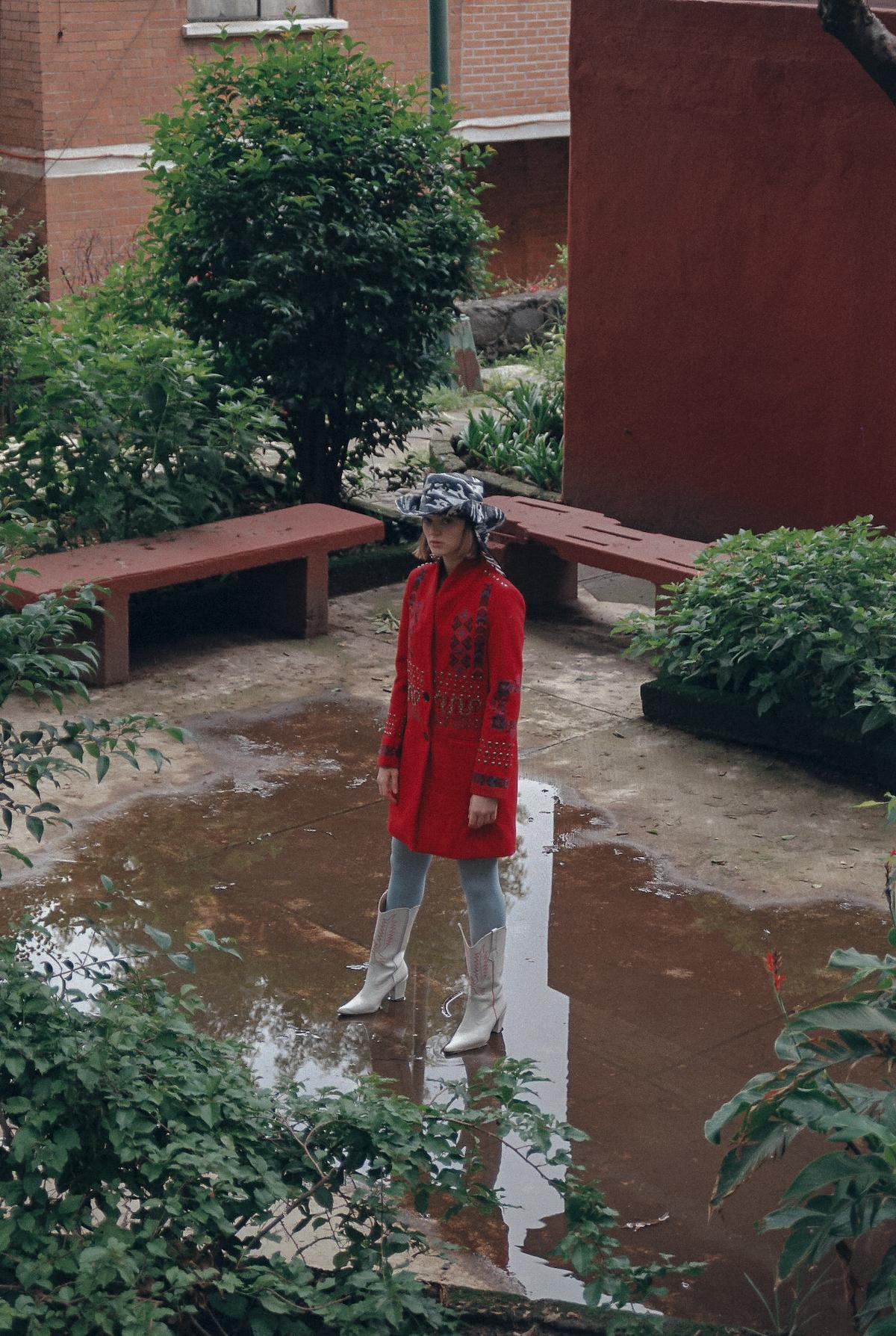 Abrigo Desigual, Botas Ant Brand, Sombrero propiedad del stylist
